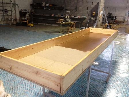 שולחן גידול לצמחים באקוופוניקה