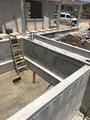 בניית הברכה מבטון